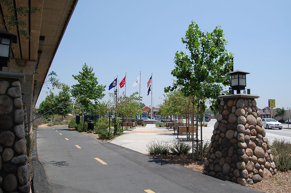 El Monte Veteran's Memorial-seating area
